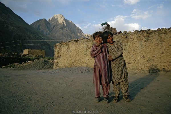 niños en shimshal, pakistan